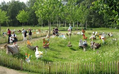 Die Obstbaumwiese mit dem Hühnerhaufen